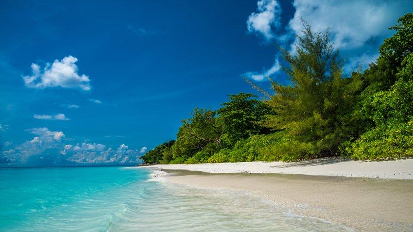 เที่ยวทะเลดับร้อน กับทะเล 5 เกาะสุดสวย